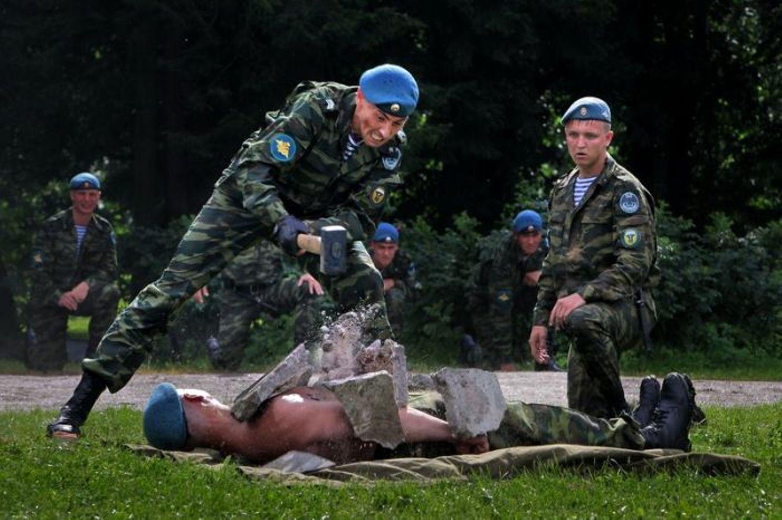 Фото с военными парнями 6 фотография