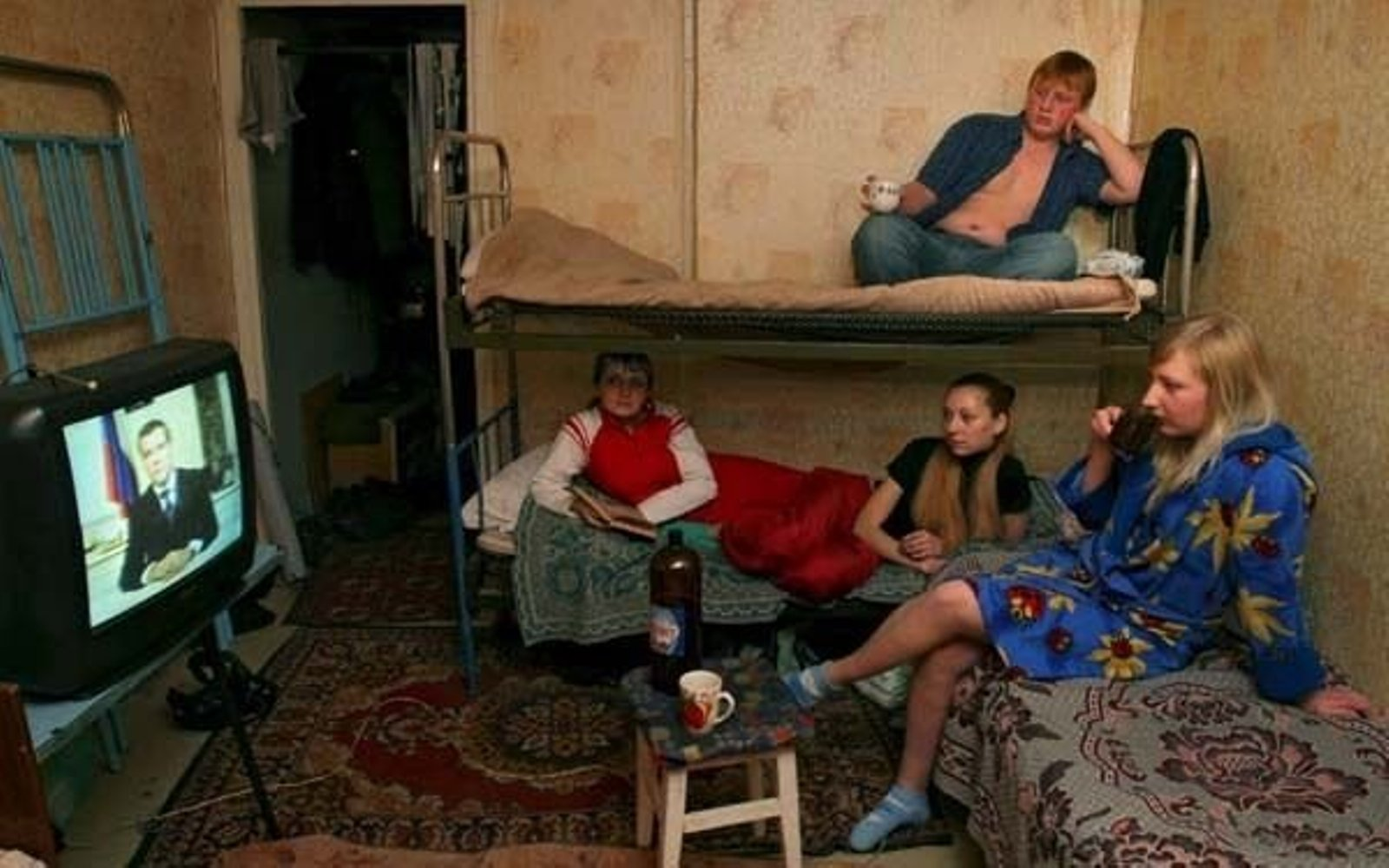 Что делают наши девушки в общежитии 8 фотография