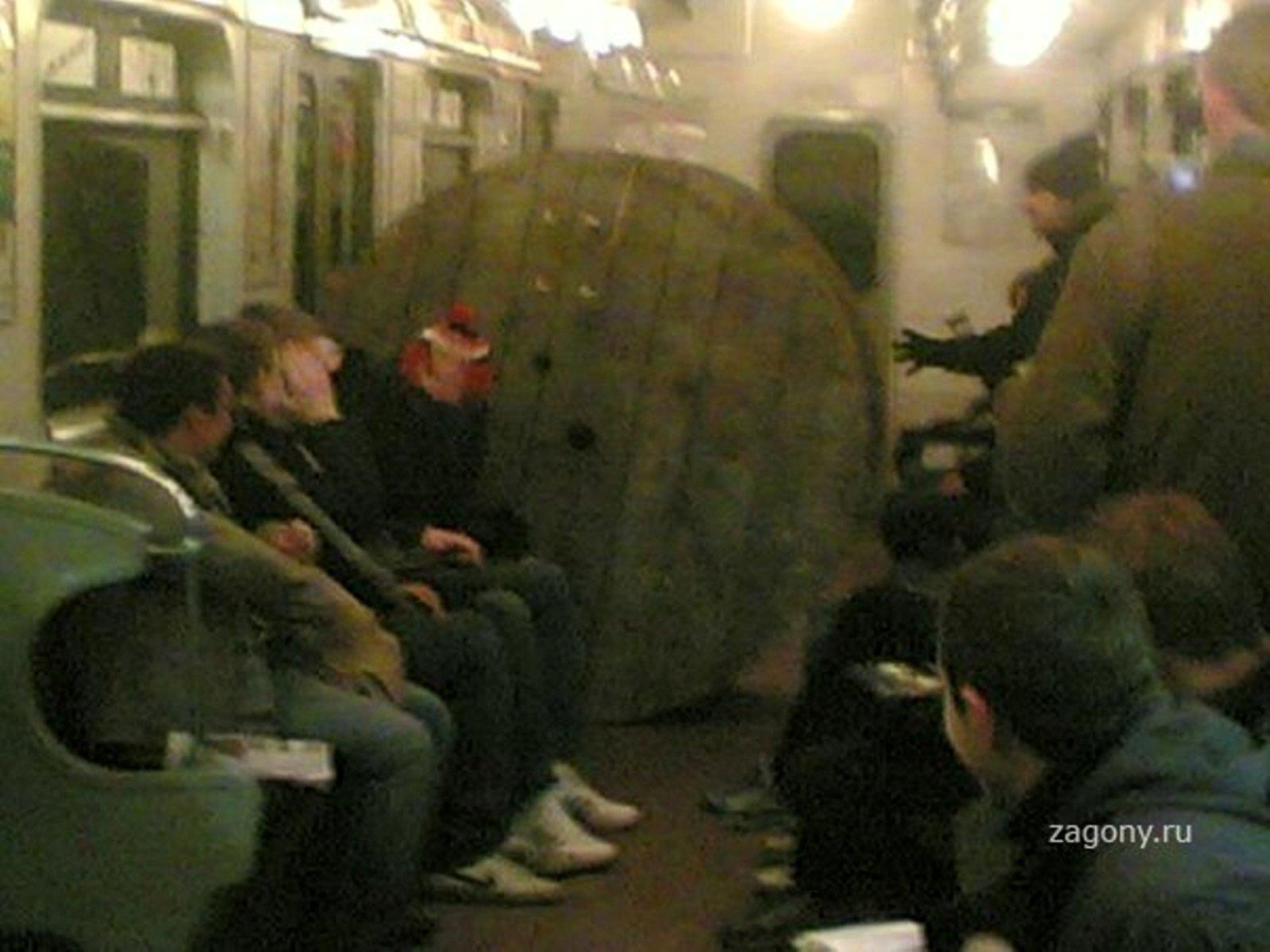 Фото пьяных в метро 13 фотография